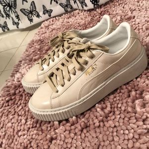 Only worn once nude pumas!